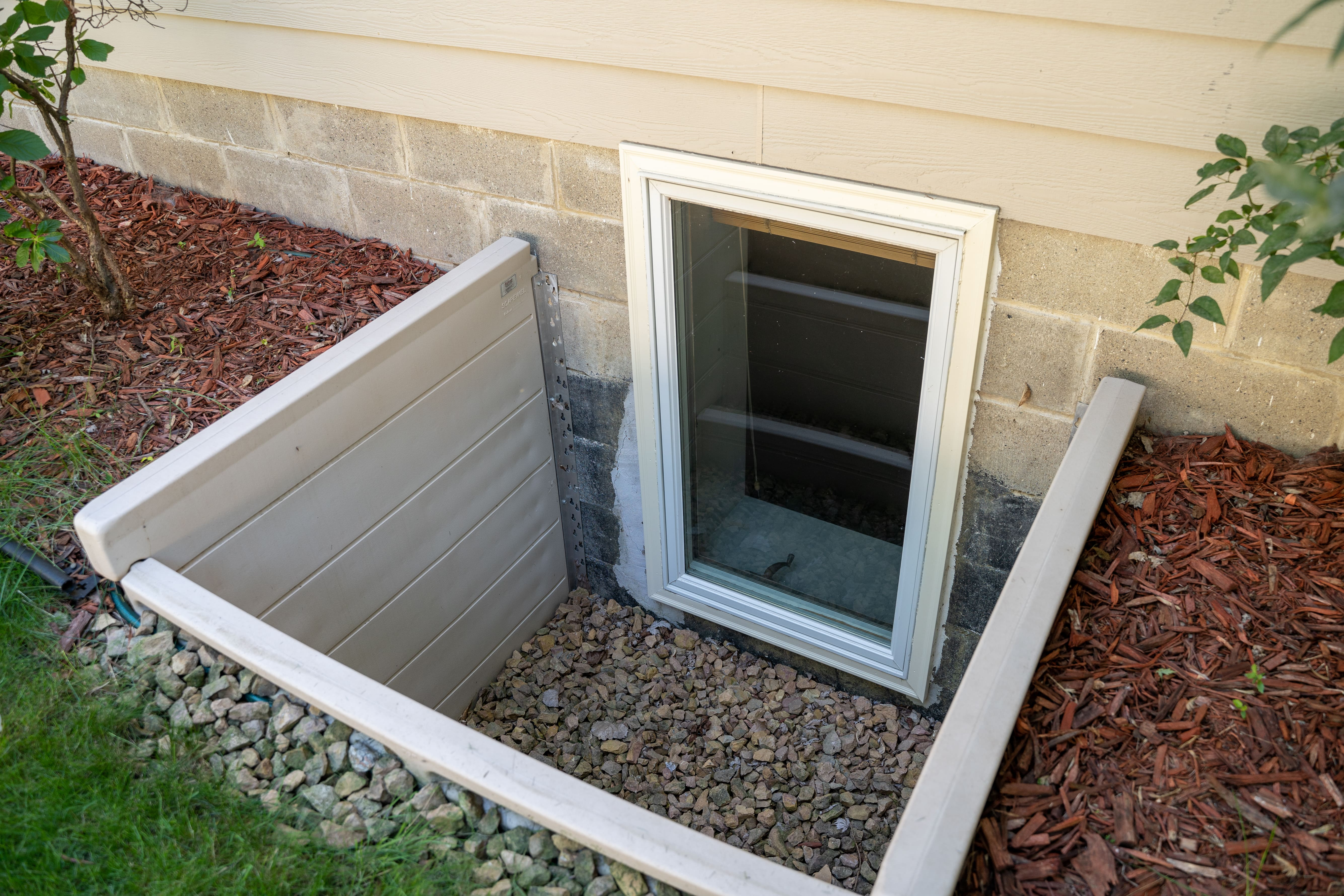 Window, Window Well, Basement Window
