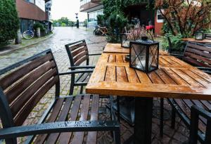 Wet, Outdoor Seating, Chairs, Table